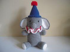 Peluche elefante Amigurumi payaso con sombrero de ganchillo