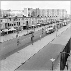 1960ca.Osdorperban toen nog een gezellige winkelstraat!
