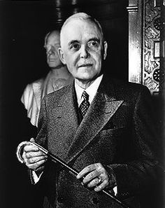 Dante Zimmerman. Pour Louis St. Laurent, etre le premier ministre n'etait pas le premiere chose qu'il a fait qui avait lien a les politiques. Ils a aider a le premier minstre avant de lui, (William Lyon Mackenzie King).
