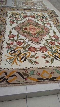 Bohemian Rug, Rugs, Decoration, Crafts, House, Ideas, Home Decor, Craftsman Decor, Throw Pillows