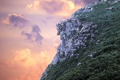 Old Man of the Mountain - Franconia Notch, White Mountains, New Hampshire Franconia Notch, White Mountains, Mountain Hiking, Old Men, New England Patriots, New Hampshire, Places Ive Been, Scenery, Clouds