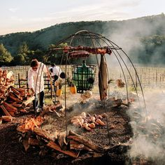 Francis Mallmann, the man who stoked Gwyneth's wedding BBQ, is accustomed to feeding the rich and famous with food from the fire Francis Mallman, Barbeque Design, Asado Grill, Open Fire Cooking, Fire Food, Real Fire, Into The Fire, Open Fires, Outdoor Fire