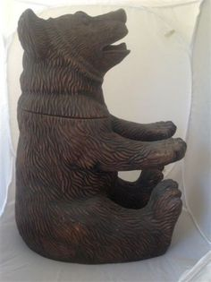 Antique carved wood black forest Schwartzvald bear tobacco box high quality 442