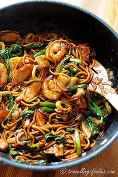 30 must eat dishes in Singapore - best Singapore food list Prawn Noodle Recipes, Chinese Noodle Recipes, Malaysian Cuisine, Malaysian Food, Malaysian Recipes, Hokkien Noodles Recipe, Mie Goreng, Asian Street Food, Asian Kitchen