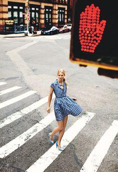 """luckymag: """"Bir tatlı ve flouncy shirtwaist elbise mutlu, sıcak hava tarzı timsalidir."""" Ocak 2012"""