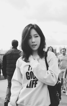 My queen in london Taeyeon Jessica, Kim Hyoyeon, Kpop Girl Groups, Kpop Girls, Girls Generation, Kpop Girl Bands, Kwon Yuri, Kim Tae Yeon, Famous Girls
