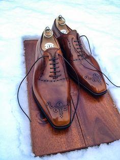 G Bespoke - Men's hi-polished, leather brown tie-up shoes.