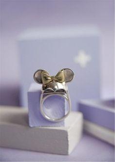 As a fam we collect Mickey Ear Hats from D-Land, so this is perfect! Disney Style, Disney Fun, Estilo Disney, Disney Couture, Disney Jewelry, Disney Addict, Mickey Minnie Mouse, Disney Outfits, Cowgirl Boots