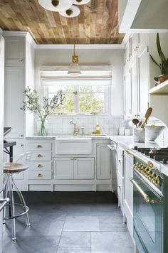 Home Renovation Flooring lovely kitchen with slate tile on floor elevated together with clé zellige on backsplash - Best Paint For Kitchen, Kitchen Paint, Kitchen Tiles, Diy Kitchen, Kitchen Decor, Slate Kitchen Floors, Best Flooring For Kitchen, Kitchen With Tile Floor, Rustic Kitchen