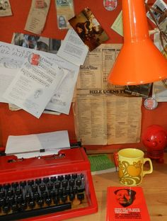 Kontorhjørne fra 1970'erne Childhood Memories, Retro Fashion, Printer, Nostalgia, Old Things, Danish, Vintage, Inspiration, Home Decor