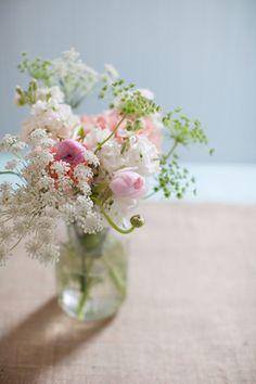 Queen Anne's lace centerpiece | Lahra Bryant #wedding