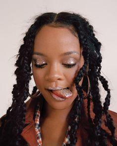 Rihanna Allure magazine, silver glitter eyes and tongue! Beauty ins… Rihanna Allure magazine, silver glitter eyes and tongue! Rihanna Mode, Moda Rihanna, Rihanna Riri, Rihanna Style, Best Of Rihanna, Looks Kylie Jenner, Bad Gal, Dreadlocks, Mode Vintage