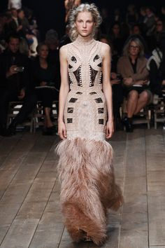 Alexander McQueen Spring 2016 Ready-to-Wear Collection - Vogue Dress  Couture, Couture e4a917a5244