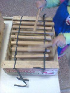 xilofones con cajones de fruta y caña Music Instruments Diy, Teaching Music, Art Music, Diy And Crafts, Musicals, Homemade, Songs, Montessori, Kindergarten