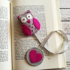 Items similar to Felt owl bookmark, personalized bookmark, gift for teacher, Readers gift, Page marker on Etsy - Bookmarks Personalized Diy Crochet Slippers, Handmade Teacher Gifts, Diy Pouch No Zipper, Sewing Crafts, Sewing Projects, Personalized Bookmarks, Felt Bookmark, Birthday Gifts For Girls, Diy For Girls