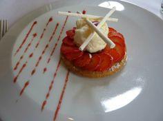 Sablé de Rhubarbe Confite. Au Trou Gascon Restaurant Paris.