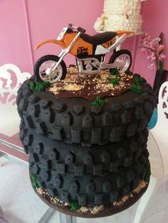 Super motorcycle cake for men dirt bikes ideas Dirt Bike Cakes, Dirt Bike Party, Dirt Bike Room, Dirt Bike Gear, Dirt Biking, Bike Birthday Parties, Dirt Bike Birthday, Birthday Cakes, 3rd Birthday