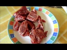 How to defrost a steak in minutes naturally. If you don't have time, or you don't want to microwave defrost your steak - this method is great ! Good Mood, Meat Recipes, Microwave, Favorite Recipes, Make It Yourself, Video Tutorials, Drink, Food, Tips