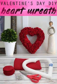 Heart Wreath for Valentine's Day diy diyprojects craft crafts fabric fabriccrafts 848224911046624953 Valentine Day Wreaths, Valentines Day Decorations, Valentine Day Crafts, Holiday Crafts, Christmas Diy, Printable Valentine, Homemade Valentines, Valentine Box, Valentine Ideas