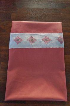 Bag om Nabamu Design: Babysengetøj med blomster til piger