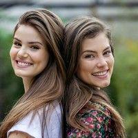 Encontro top! Camila Queiroz e Bruna Hamú brincam e desfilam