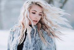 Обои картинки фото шуба, девушка, макияж, прическа, блондинка, зима, снег, волосы