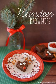We love doing cute little snacks and treats for Christmas! Especially if they are kid friendly! These Reindeer Brownies are SO easy to make and are adorable! Let the kiddos help decorate them!
