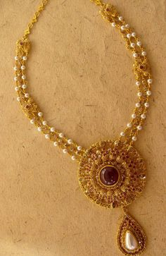 Uncut Diamond Necklace latest jewelry designs - Page 40 of 113 - Indian Jewellery Designs Gold Pearl Necklace, Pearl Jewelry, Indian Jewelry, Pendant Jewelry, Wedding Jewelry, Beaded Jewelry, Necklace Set, Pandora Necklace, Necklace Ideas