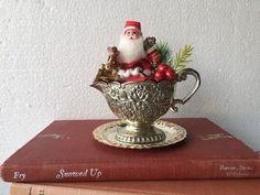 Christmas Scenes, Christmas Love, Retro Christmas, Christmas Ornaments, Christmas Ideas, Coastal Christmas, Silver Christmas, Christmas Wreaths, Vintage Christmas Crafts