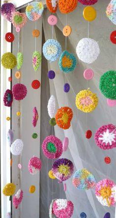 Crochet Diy, Crochet Bunting, Crochet Garland, Crochet Curtains, Crochet Motifs, Crochet Home, Love Crochet, Crochet Crafts, Crochet Flowers