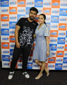 Shraddha Kapoor and Arjun Kapoor Bollywood Images, Bollywood Stars, Arjun Kapoor, Shraddha Kapoor, Bollywood Actress, Shirt Dress, T Shirt, Actresses, Actors