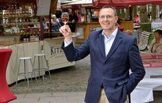 """Weinfest darf nicht mit Wein werben! Messe-Organisator Berger dagegen: """"Wir machen ja keine Werbung für Alkohol. Aber er ist als Geschmacksträger im Wein enthalten, dem ältesten von Menschenhand gemachten Getränk."""" Außerdem: Auf vier von zehn Seiten der offiziellen Messe-Broschüre ..."""