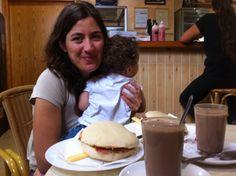Disfrutando del desayuno en familia, que gustó disponer de nuestro tiempo. ;-)