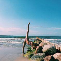 иɯʎdʞ ин ʞɐʞ 'ɐнɔɐdʞǝdu qнεиж _______________________________________________________ #konigsberg #kaliningrad #summer #august #balticsea #verhneeozero #sea #baltic #ballerina #ballet #vaganova #vaganovastudents #cranz #hopeful #believer #dream #cranzzelenogradsk #amber