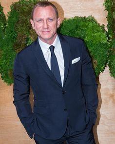jb_007fanpageのInstagramアカウント: 「#Bond #danielcraig」 Rachel Weisz, Daniel Craig 007, Daniel Graig, James Bond, Gorgeous Men, Men's Fashion, Suit Jacket, Trends, Actors