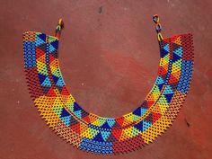 Artículos similares a EL collar NATIVO 2 [babero colorido semilla a mano con cuentas collar] en Etsy