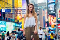 Beautiful blonde fashionable model girl standing in new york city time square wearing fashionable summer outfit Summer Fashion For Teens, Summer Fashion Trends, Summer Fashion Outfits, Outfits For Teens, New York Exhibitions, New York City Photos, Girl Standing, Comfortable Outfits, Model