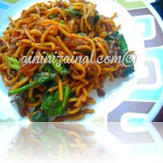 RESIPI SIMPLE MEE GORENG MAMAK DAGING | Aininizainal.com© Mee Goreng Mamak, Malaysian Food, Dishes, Eat, Simple, Noodles, Ethnic Recipes, Macaroni, Malaysian Cuisine