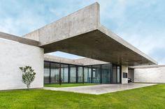 Casa RB, en Luján  Una vivienda unifamiliar que se caracteriza por su síntesis conceptual, formal y material.