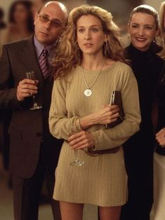 How Many of These Carrie Bradshaw Outfits Would You Wear Today? - How Many of These Carrie Bradshaw Outfits Would You Wear Today? Carrie Bradshaw Outfits, Carrie Bradshaw Style, 90s Fashion, Vintage Fashion, Fashion Outfits, Fashion Tips, Classy Fashion, French Fashion, Stylish Outfits
