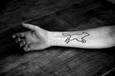 The wolf tattoo is associated with many positive meanings. Check out the huge gallery of excellent wolf tattoos for men and pick your favourite. Wolf Tattoo Shoulder, Wolf Tattoo Forearm, Wolf Tattoo Sleeve, Tattoo Wolf, Tattoo Ink, Wolf Tattoos For Women, Animal Tattoos For Men, Tattoos For Guys, Line Tattoos