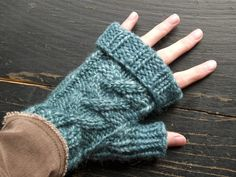 Axel Fingerless Mitts. Category 5 Bulky Wool; 5 Size 8 or 9 DPNs; Cable Needle