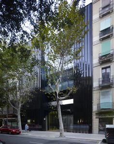 Biblioteca, Hogar de jubilados y Espacio interior de manzana, en Barcelona