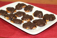 Homemade Chocolate Caramel Turtles - You only need 4 ingredients to make this homemade candy recipe. Homemade Chocolate Caramel Turtles are ridiculously simple to make, and everyone is sure to be impressed that this turtle candy was made from scratch. Chocolate Candy Recipes, Best Chocolate, Homemade Chocolate, Chocolate Turtles, Chocolate Candies, Chocolate Coating, Chocolate Chips, Easy Desserts, Dessert Recipes