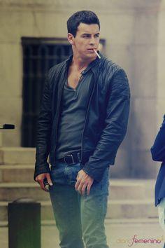 Mario Casas - przystojny aktor - Likely. Cigarette Men, Men Smoking Cigarettes, Leather Jacket Outfits, Leather Jackets, Man Smoking, Perfect Man, Leather Men, Beautiful Men, Beautiful People