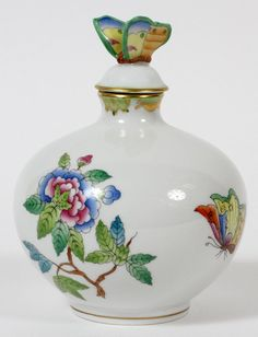 HEREND QUEEN VICTORIA PORCELAIN PERFUME BOTTLE : Lot 71214