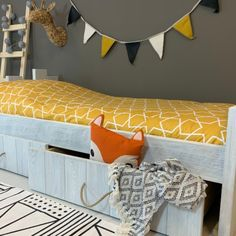 Kasteelbed Robin 90x200cm is een zwaar en duurzaam bed met een stoere uitstraling. De afwerking van het bed zorgt ervoor dat het fijn aanvoelt en tegelijkertijd een stukje veiligheid met zich meedraagt. Decor, Bench, Entryway Bench, Furniture, Grey, Home Decor, White