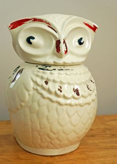 Chippy Little Antique Owl Cookie Jar. I have this owl in my kitchen. Antique Cookie Jars, Ceramic Cookie Jar, Owl Cookies, Biscuit Cookies, Christmas Owls, Vintage Cookies, My Cup Of Tea, Kitchen Things, Kitchen Stuff