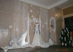 Sněhová královna - zimní výzdoba vchodu školy