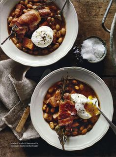 braised borlotti beans with sausages and poached eggs. Chorizo, Breakfast Recipes, Dinner Recipes, Good Enough To Eat, Soups And Stews, Food Pictures, Food Inspiration, Great Recipes, Main Dishes